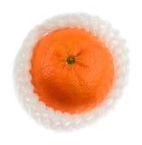Pomarańcze z biel piany sieci ochroną na bielu Fotografia Royalty Free