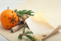 Pomarańcze z cloves i orzechami włoskimi Zdjęcie Royalty Free