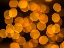 Pomarańcze zamazująca za światłach z czarnym tłem fotografia stock