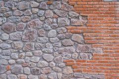 Pomarańczowa cegła i kamienie w ścianie Zdjęcie Stock