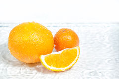 Pomarańczowa owoc w sekci w białej wodzie Obrazy Royalty Free