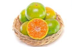 Pomarańczowa owoc z przyrodnim widokiem odizolowywającym na białym tle Obraz Stock