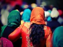 Pomarańczowa przesłona Sikhijska kobieta zdjęcie stock
