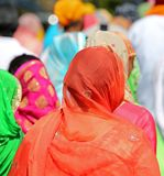 Pomarańczowa przesłona Sikhijska kobieta fotografia royalty free