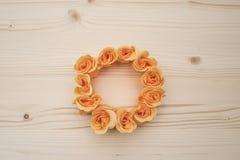 Pomarańczowa róża okręgu rama Fotografia Stock