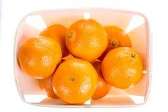 Pomarańczowa tangerines mandarynka w pudełku odizolowywającym na białym tle Odgórny widok hełmofonu czarny zamknięty wizerunek od zdjęcia royalty free