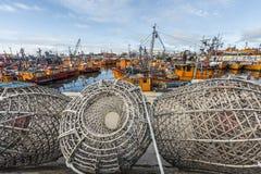Pomarańczowe łodzie rybackie w Mar Del Plata, Argentyna Zdjęcia Stock