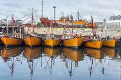 Pomarańczowe łodzie rybackie w Mar Del Plata, Argentyna Fotografia Stock