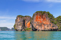 Pomarańczowe skały Phang Nga park narodowy Obrazy Royalty Free
