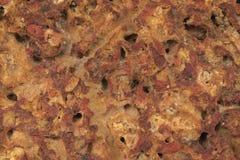 Pomarańczowego lub czerwonego koloru antykwarska stara ściana z cegieł porowaty textured i szorstki wzór historyczny kamienny tło zdjęcia stock