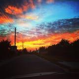 Pomarańczowego nieba Ukraina widoku błękitny samochód obraz stock