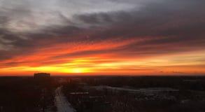 Pomarańczowej łuny Chmurny wschód słońca Nad ranku ruchem drogowym Zdjęcie Stock