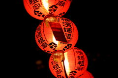 Pomarańczowi Chińscy lampiony przy nocą Zdjęcie Stock