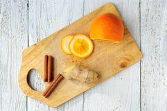 Pomarańczowi i cynamonowi kije na pokładzie Zdjęcie Royalty Free