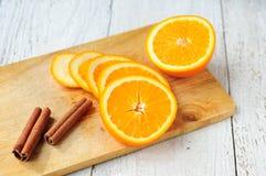 Pomarańczowi i cynamonowi kije na pokładzie Fotografia Royalty Free