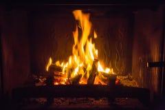Pomarańczowi płomienie ogień w grabie zdjęcie royalty free