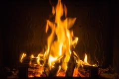 Pomarańczowi płomienie ogień w grabie zdjęcia royalty free