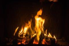 Pomarańczowi płomienie ogień w grabie obrazy royalty free