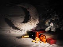 Pomarańczowi tangerines zbliżają zim drzewa piłek bożych narodzeń odosobniony nastroju trzy biel Zdjęcie Stock