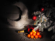 Pomarańczowi tangerines zbliżają zim drzewa piłek bożych narodzeń odosobniony nastroju trzy biel Obraz Royalty Free