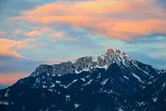 Pomarańczowy afterglow chmurnieje nad Tirol górą Obraz Royalty Free