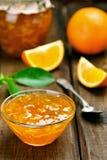 Pomarańczowy dżem w szklanym pucharze Zdjęcia Royalty Free