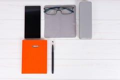 Pomarańczowy dzienniczek z piórem, szkła na płótnie dla nacierać i wisząca ozdoba, Obrazy Stock
