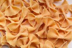 Pomarańczowy farfalle makaronu tekstury zbliżenia bal bla bla Obraz Stock