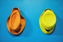 Pomarańczowy i żółty kapelusz obraz stock