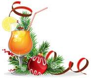 Pomarańczowy koktajl, świerczyn gałąź i baubles, Zdjęcie Royalty Free