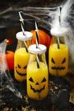 Pomarańczowy koktajl dla fHalloween przyjęcia zdjęcia stock