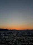 Pomarańczowy koloru zmierzchu afterglow na głębokim niebieskim niebie nad Północnym morzem w Bergen Obrazy Stock