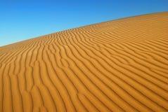 Pomarańczowy miękkiej części pustyni piasek Zdjęcie Stock
