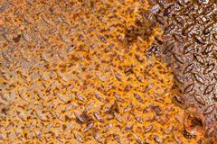 Pomarańczowy Nieociosany metalu talerz z jeden stroną mokrą Fotografia Royalty Free