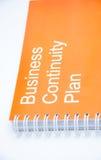 Pomarańczowy notatnik na białym backround Zdjęcia Royalty Free