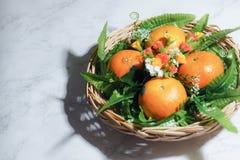 Pomarańczowy owoc kosz fotografia royalty free