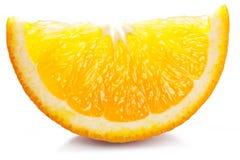 Pomarańczowy plasterek na bielu. zdjęcia stock