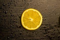 Pomarańczowy plasterek odizolowywający Zdjęcia Royalty Free