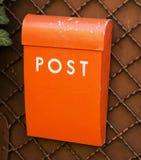 Pomarańczowy poczta pudełko na ścianie Obrazy Stock