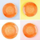 Pomarańczowy round ceramiczny talerz z spirala wzorem zdjęcie royalty free