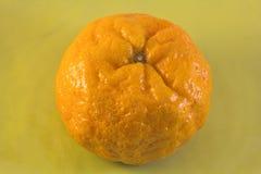 Pomarańczowy zbliżenie na Zielonym talerzu Zdjęcie Stock