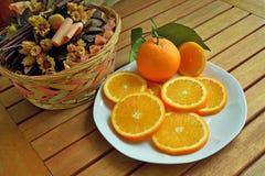 Pomarańcze, banany, kiwi, Obrazy Royalty Free