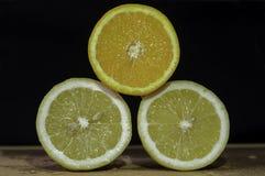 Pomarańcze na cytrynach Zdjęcia Stock