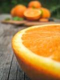 Pomarańcze na drewnianym stole Zdjęcie Royalty Free