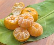 Pomarańcze na drewnianym stole Obraz Royalty Free
