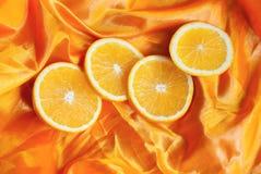 Pomarańcze na jedwabniczym tle Zdjęcie Stock