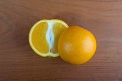 Pomarańcze na stole Zdjęcia Royalty Free