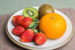 Pomarańczowa kiwi truskawka Zdjęcie Royalty Free