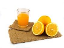 Pomarańczowa owoc na gunny odosobniony Obrazy Royalty Free