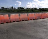 Pomarańczowe Plastikowe ruch drogowy drogi bariery Obrazy Royalty Free
